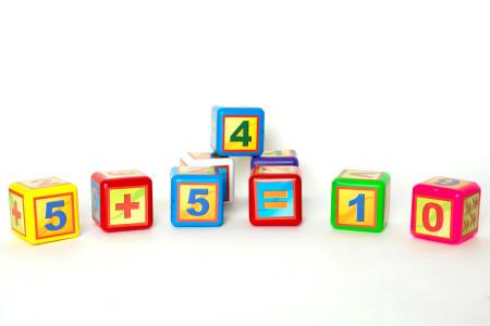 Кубик математика выдув-9 малые;арт028,2;4820123760737;0,01